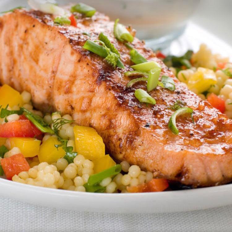 salmón con ensalada de cuscus
