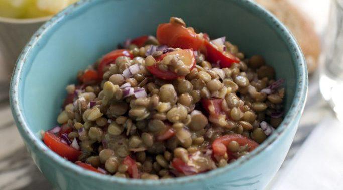 Ensalada de lentejas, tomate y mostaza