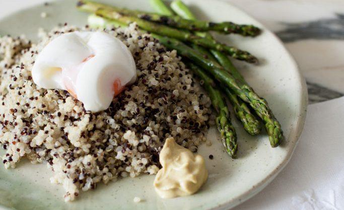 Quinoa con espárragos y huevos 5'30