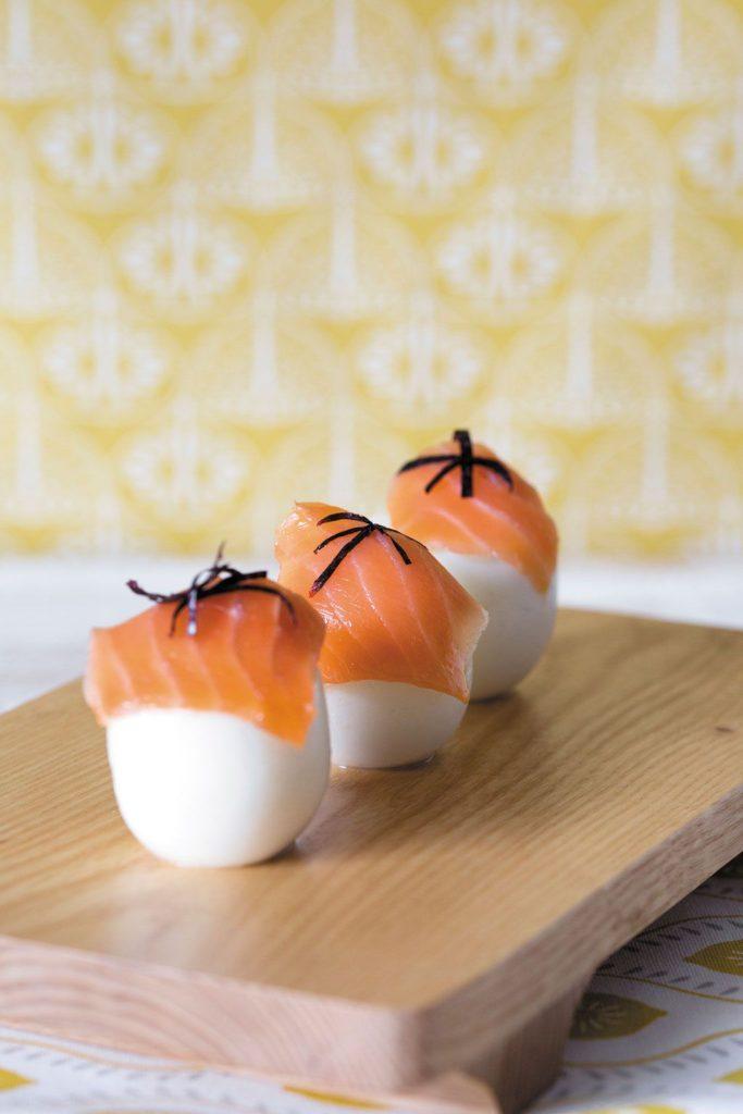 Huevos rellenos de atún y salmón