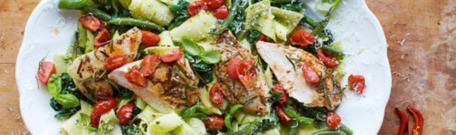 Receta de Pasta de Pollo con Pesto de Albahaca por Jamie Oliver